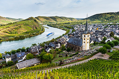 Germany, Rhineland-Palatinate, Cruise ship on the Moselle river near Bremm - p300m2062672 by Michael Runkel