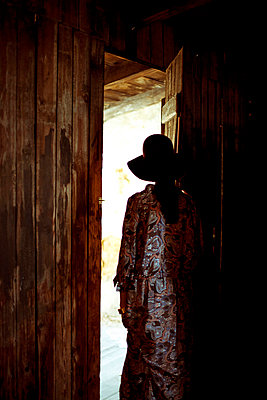 Walking through a door - p432m715691 by mia takahara