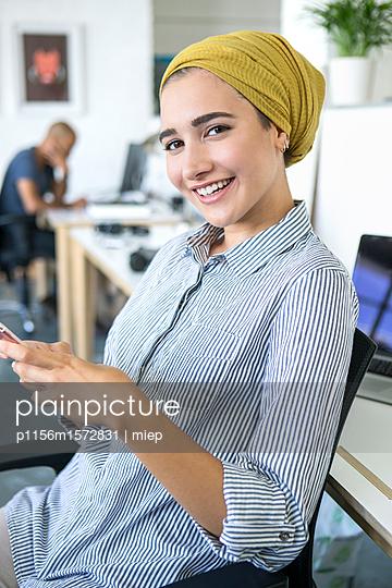 Junge Frau, Startup Unternehmen - p1156m1572831 von miep