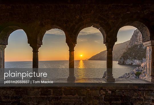 p651m2033937 von Tom Mackie