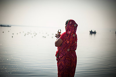 Indian woman - p1007m1059858 by Tilby Vattard