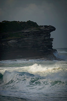 Winter surf, Tamarama, New South Wales - p1125m943671 by jonlove