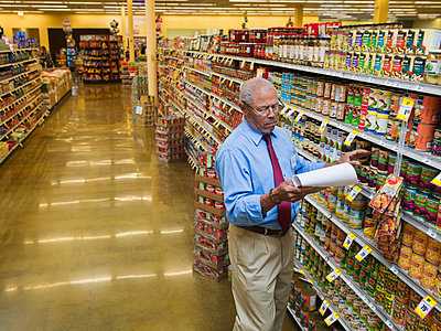 African American businessman working in grocery store - p555m1453319 by Erik Isakson