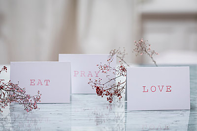 Printed place cards  - p788m1220764 by Lisa Krechting