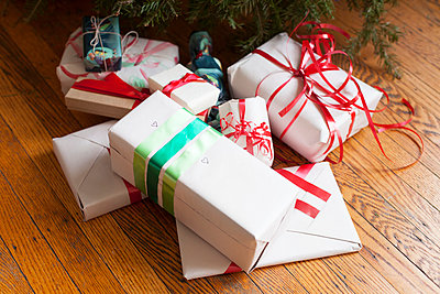 Gifts under Christmas Tree - p956m892194 by Anna Quinn