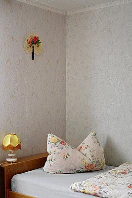 Schlafzimmer mit Kissen - p9790022 von Bohnhof