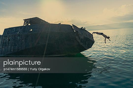 Jump Into The Water - p1474m1589555 von Yuriy Orgakov
