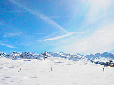 People skiing in French alps - p5677924 by Norma Ericsson