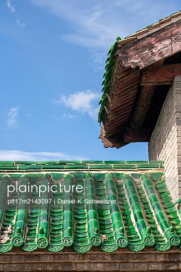 Asian building - p817m2143097 by Daniel K Schweitzer