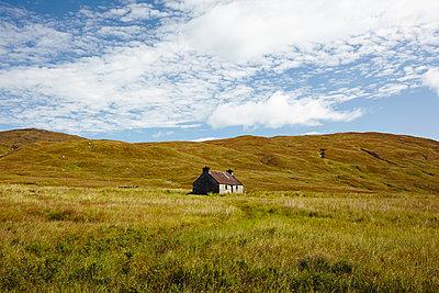 Hütte in den Grampian Mountains, Schottland - p1145m1558725 von Kerstin Lakeberg