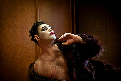 Vanity portrait of a drag queen - p1513m2043914 by ESTELLE FENECH