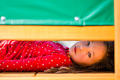 Close-up portrait of girl lying on floor at home - p1166m2068075 by Cavan Images