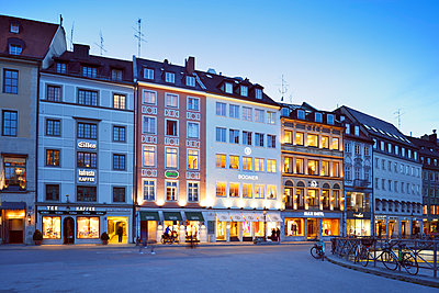 Germany, Bavaria, Munich, Residenzstrasse at blue hour - p300m1023067f by Biederbick&Rumpf