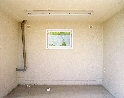 Garage mit Fenster - p4140004 von Volker Renner