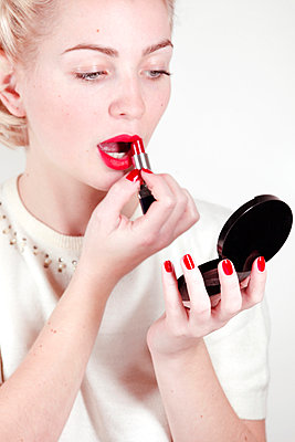 Putting on lipstick - p611m965702 by Laurence Ladougne