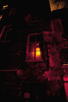 fenster bei nacht - p627m670834 by Chris Keller