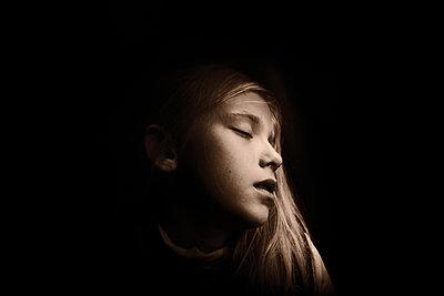 Sleeping girl - p945m2152901 by aurelia frey