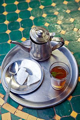 Marokkanischer Tee - p382m1194975 von Anna Matzen