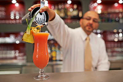 Barkeeper - p390m934004 by Frank Herfort