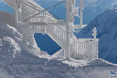 Vereiste Treppe auf der Zugspitze - p260m2026329 von Frank Dan Hofacker