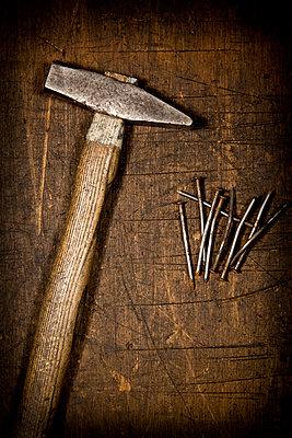 Hammer und Nägel - p451m814736 von Anja Weber-Decker