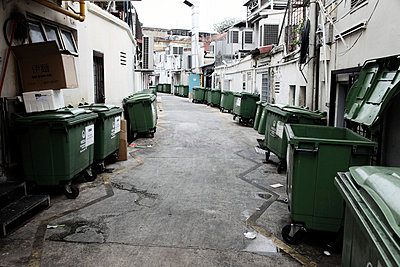 Müllcontainer - p664m900890 von Yom Lam