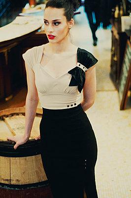Retro/vintage-style fashion portraits - p988m792900 by Rachel Rebibo