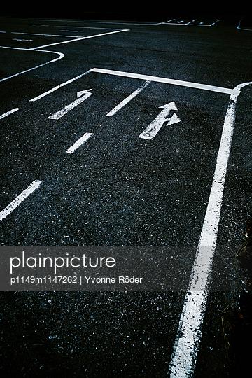 Straßenmarkierung - p1149m1147262 von Yvonne Röder
