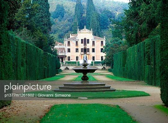 p1377m1261602 von Giovanni Simeone