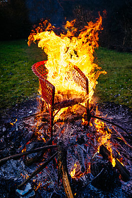 Campfire with a burning chair - p1053m2163930 by Joern Rynio