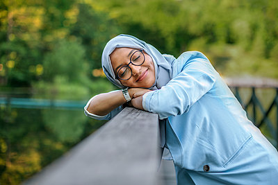Smiling woman with eyes closed - p312m2237185 by Pernille Tofte