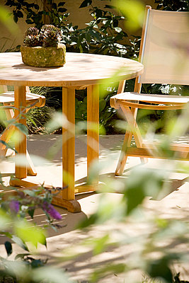 Canvas Chairs in Outdoor Dining Set - p5550389f by LOOK Photography