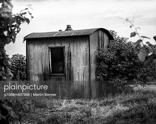 Hut of corrugated iron - p1088m937966 by Martin Benner