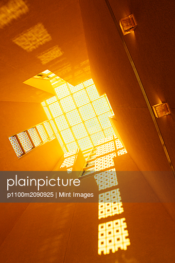 Light from Windows - p1100m2090925 by Mint Images