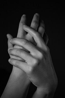 Weibliche Hände - p1685m2278066 von Joy Kröger
