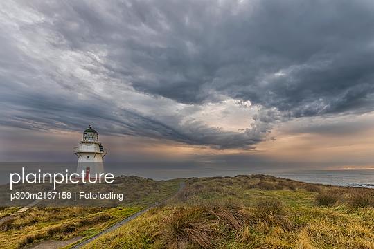 Neuseeland, Ozeanien, Pazifik, Südinsel, Southland, Otara, Waipapa Point Lighthouse, Sonnenuntergang - p300m2167159 von Fotofeeling