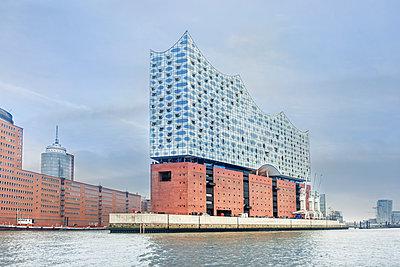 Elbphilharmonie in Hamburg - p524m1209133 von PM