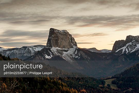 Mont Aiguille - p910m2233877 by Philippe Lesprit