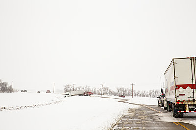 Snow traffic - p1291m1515353 by Marcus Bastel