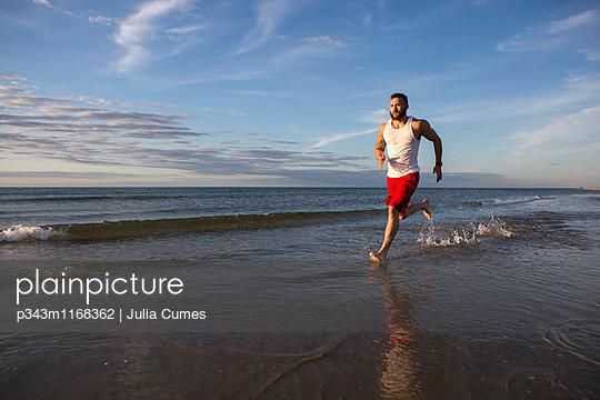 p343m1168362 von Julia Cumes