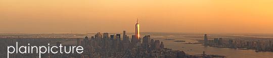 Stadtbild von New York bei Sonnenuntergang - p1324m1165207 von michaelhopf