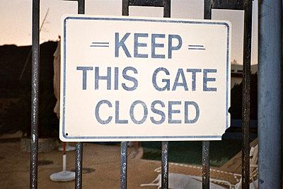 Keep closed - p930m814862 by Ignatio Bravo