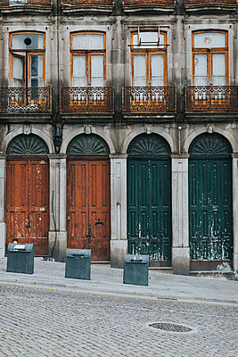Portugal, Porto, house facade, partial view - p300m1562275 by Javier Pardina