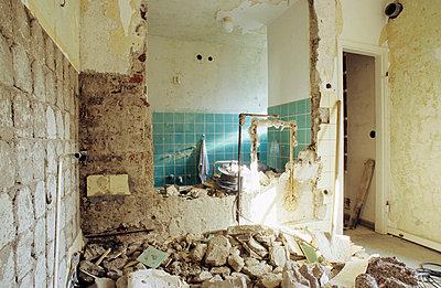 Eingerissene Wand - p3050051 von Dirk Morla