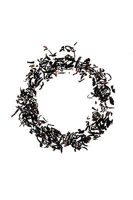 circle of tealeaves - p450m1051072 by Hanka Steidle