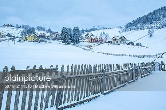 Village near Bran in the Carpathian Mountains in Winter, Transylvania, Romania - p871m2111516 by Matthew Williams-Ellis