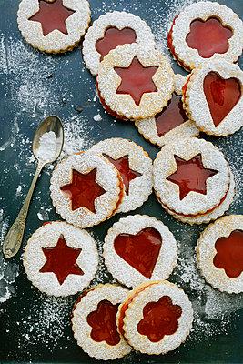 Kekse mit Marmeladenfüllung - p1028m902441 von Jean Marmeisse