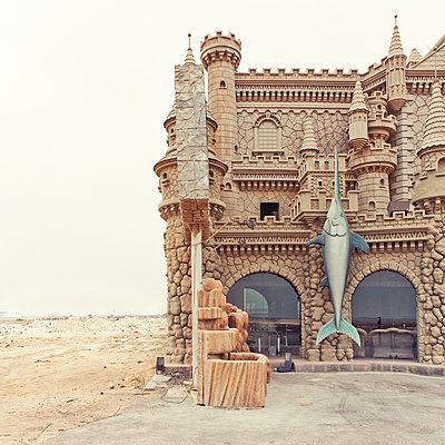 Castle with swordfish design in the desert - p1542m2142333 by Roger Grasas