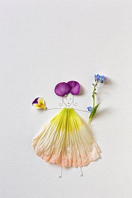Blossom girl - p454m2184636 by Lubitz + Dorner