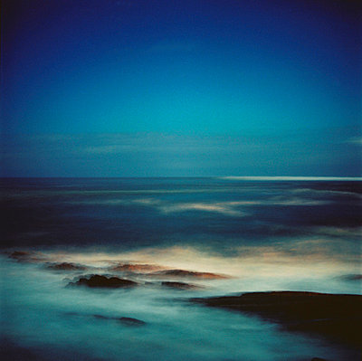 Sea in front of the coast line of France - p567m720723 by Sandrine Agosti Navarri